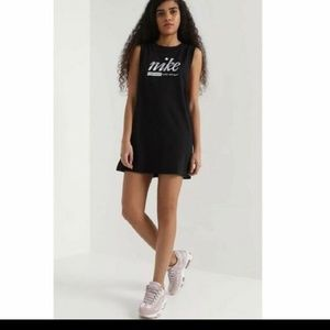 Nike dress black and white new with tags